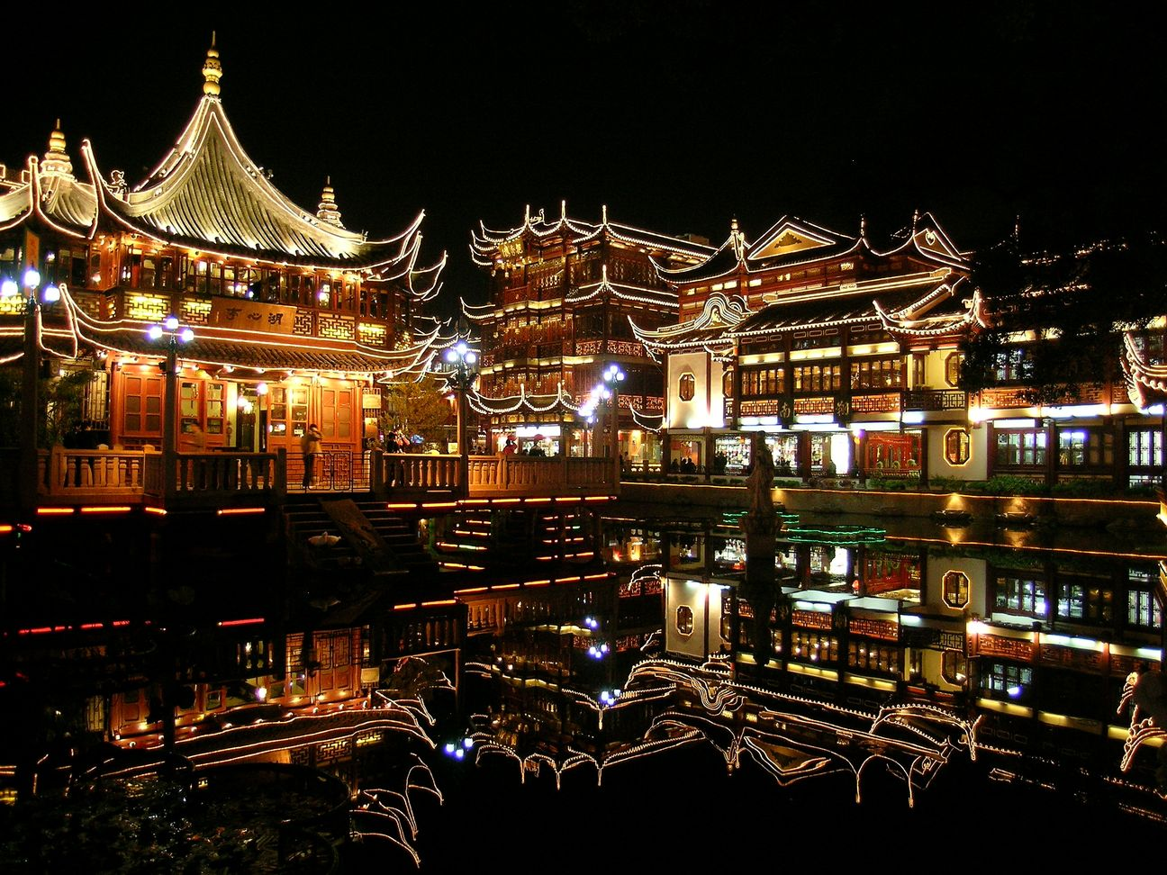 Night-Scene-of-Yu-Garden